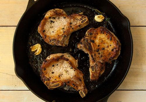 Pan seared pork chops with garlic